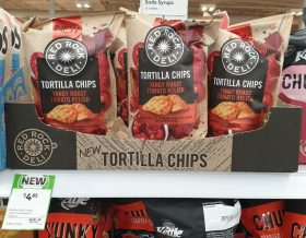 Red Rock Deli 165g Tortilla Chips Tangy Roast Tomato Relish